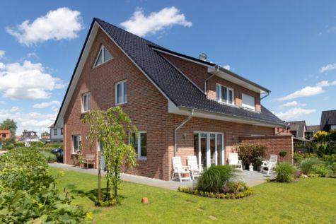 Achim-Uphusen:Neuwertige KFW40-Doppelhaushälfte mit stilvollen Details und hochwertiger Ausstattung, 28832 Achim, Doppelhaushälfte
